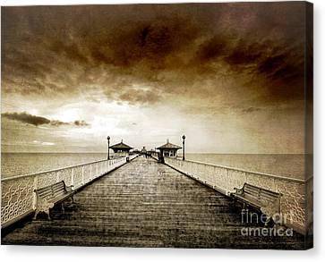 the pier at Llandudno Canvas Print by Meirion Matthias