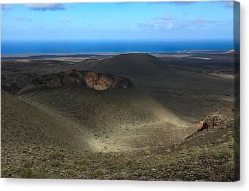Timanfaya Crater View Canvas Print by Johan Elzenga