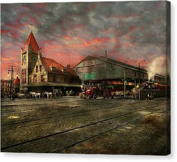 Train Station - Ny Central Railroad Depot 1905 Canvas Print by Mike Savad