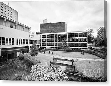 University Of Manchester Campus And Meeting Place England Uk Canvas Print by Joe Fox