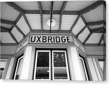 Uxbridge Station Canvas Print by Valentino Visentini