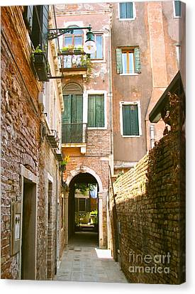 Venice- Venezia-calle Veneziana Canvas Print by Italian Art