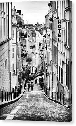 Vers Le Haut De La Rue Canvas Print by John Rizzuto