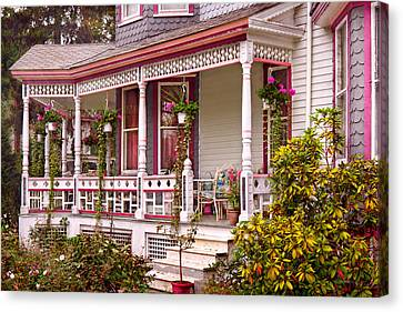 Victorian - Belvidere Nj - The Beauty Of Spring  Canvas Print by Mike Savad