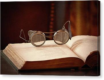Vintage Reading Glasses  Canvas Print by Maria Angelica Maira