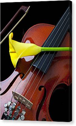 Violin With Yellow Calla Lily Canvas Print by Garry Gay
