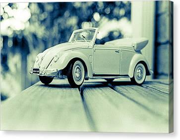 Vw Beetle Convertible Canvas Print by Jon Woodhams