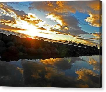 Waikiki Sunset Canvas Print by Elizabeth Hoskinson