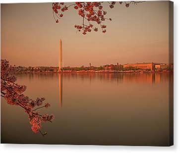 Washington Monument Canvas Print by Adettara Photography
