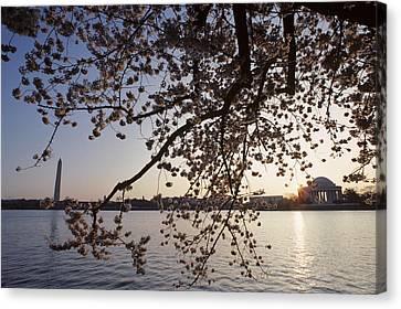 Washington Monument And Jefferson Canvas Print by Kenneth Garrett