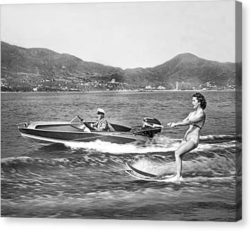Water Skiing In Acapulco Canvas Print by Underwood Archives
