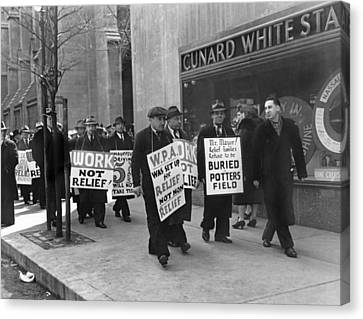 Wpa Pickets On Fifth Avenue Canvas Print by Underwood Archives