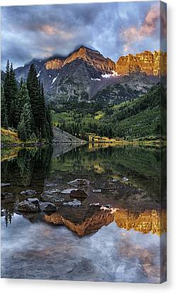 Zen Moment At Maroon Lake Canvas Print by Thomas Schoeller