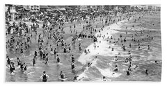 Santa Monica Beach In December Hand Towel by Underwood Archives