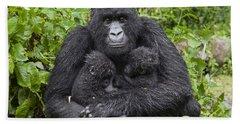 Mountain Gorilla Mother Holding 5 Month Hand Towel by Suzi Eszterhas