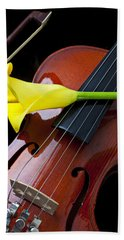 Violin With Yellow Calla Lily Hand Towel by Garry Gay