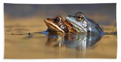 Blue Love ... Mating Moor Frogs  Beach Sheet by Roeselien Raimond