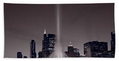 Buckingham Fountain Nightlight Chicago Bw Beach Sheet by Steve Gadomski