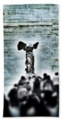 Pause - The Winged Victory In Louvre Paris Beach Sheet by Marianna Mills