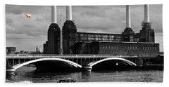 Pink Floyd's Pig At Battersea Beach Sheet by Dawn OConnor