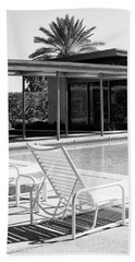 Sinatra Pool Bw Palm Springs Beach Sheet by William Dey