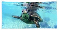 friendly Hawaiian sea turtle  Beach Sheet by Sean Davey