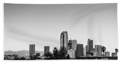 Los Angeles Skyline - B And W Beach Sheet by Gene Parks