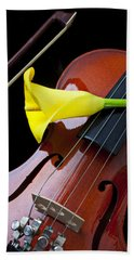 Violin With Yellow Calla Lily Beach Sheet by Garry Gay