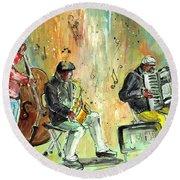 Street Musicians In Dublin Round Beach Towel by Miki De Goodaboom