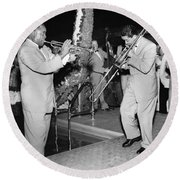 Trumpeter Louis Armstrong Round Beach Towel by Underwood Archives