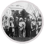Coolidge With Native Americans Round Beach Towel by Photo Researchers