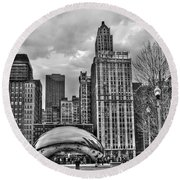 Chicago Skyline In Black And White Round Beach Towel by Tammy Wetzel