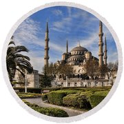 The Blue Mosque In Istanbul Turkey Round Beach Towel by David Smith