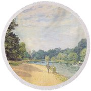 The Thames With Hampton Church Round Beach Towel by Alfred Sisley