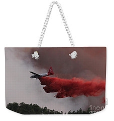 Weekender Tote Bag featuring the photograph Tanker 07 Drops On The Myrtle Fire by Bill Gabbert