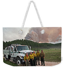 Weekender Tote Bag featuring the photograph Umpqua Engine 25 On Myrtle Fire by Bill Gabbert
