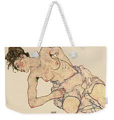 Kneider Weiblicher Halbakt Weekender Tote Bag by Egon Schiele
