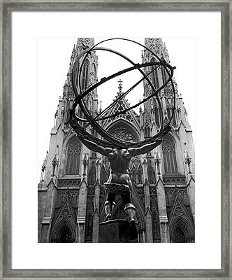 Atlas In Rockefeller Center Framed Print by Underwood Archives