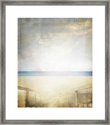 Beach Scene Framed Print by Les Cunliffe