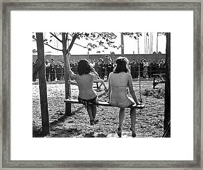 Nudes At 1939 Ny World's Fair Framed Print by Underwood Archives