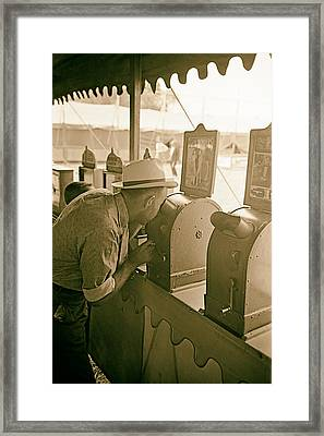 Viewing The Peep Show 1938 Framed Print by Mountain Dreams