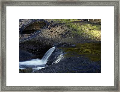 Water Flowing Framed Print by Les Cunliffe
