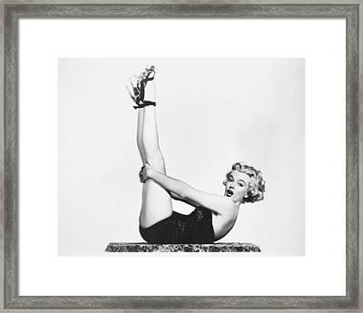 Marilyn Monroe (1926-1962) Framed Print by Granger