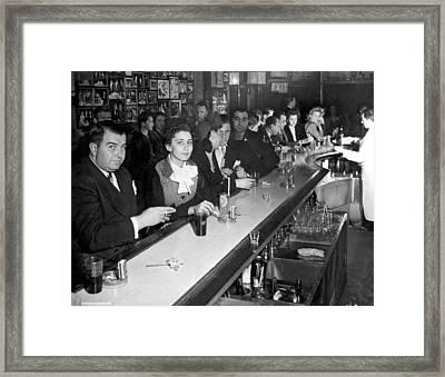 1940s Ny Bar Scene Framed Print by Underwood Archives