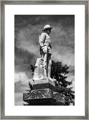 Braidwood  War Memorial Framed Print by Fran Woods