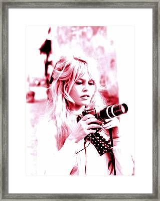 The Photographer Down The Shore Framed Print by Sue Rosen
