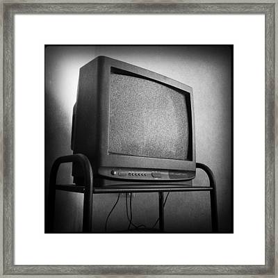 Old Television Framed Print by Les Cunliffe