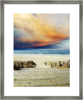 Beach View Framed Print by Les Cunliffe