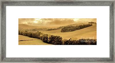 Val D'orcia Tuscany Italy Framed Print by Robert Leon