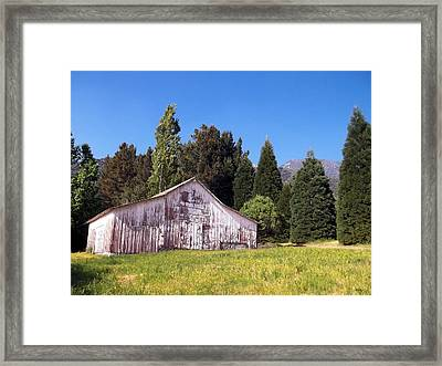 A Bit Of Country Framed Print by Glenn McCarthy Art and Photography